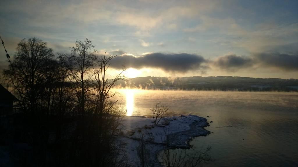 rives du lac mjosa en hiver en norvege